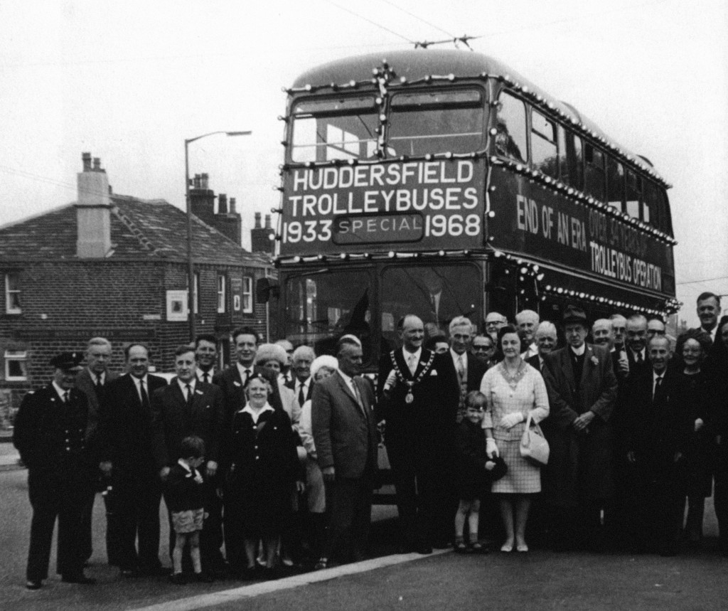 local dignitaries commemorate the end of an era (© Huddersfield Examiner)